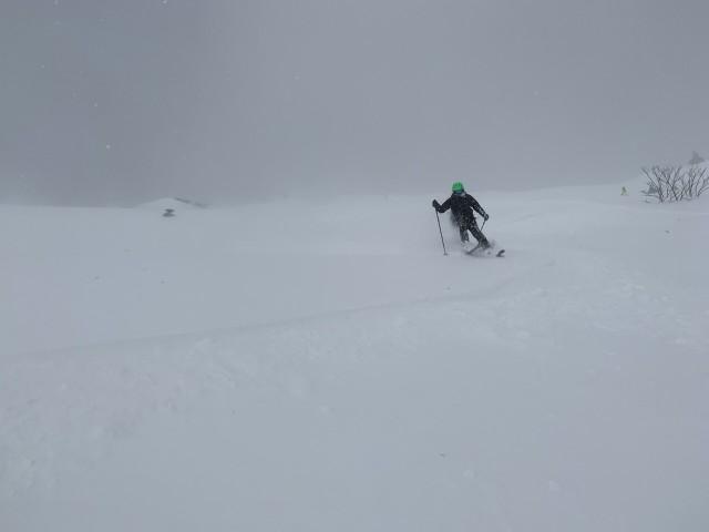 深雪を確実に滑走