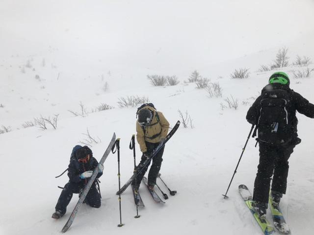 滑走後は、坊主山約2100mまでシ—ルをつけて登行が続く