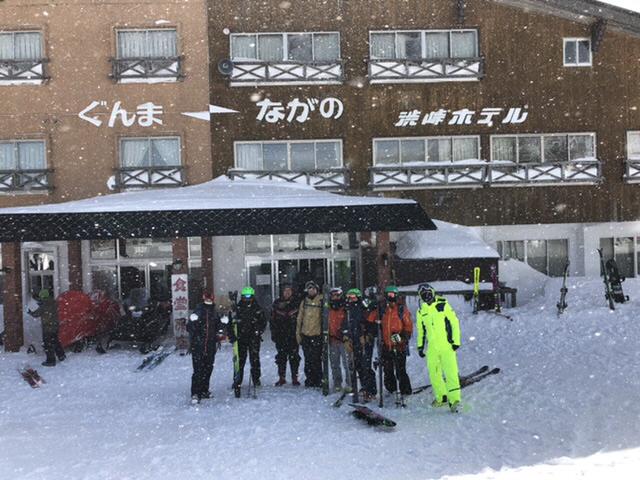 渋峠ホテルの前で児玉オ—ナと記念ショット